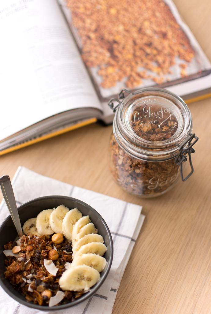 Petit-déjeuner équilibré : le granola fait-maison au miel, mangues séchées et noix