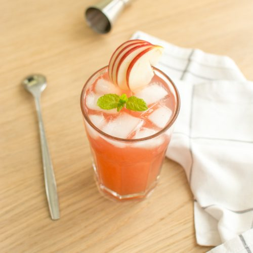 Cocktail au jus de cranberry, pêche, gin