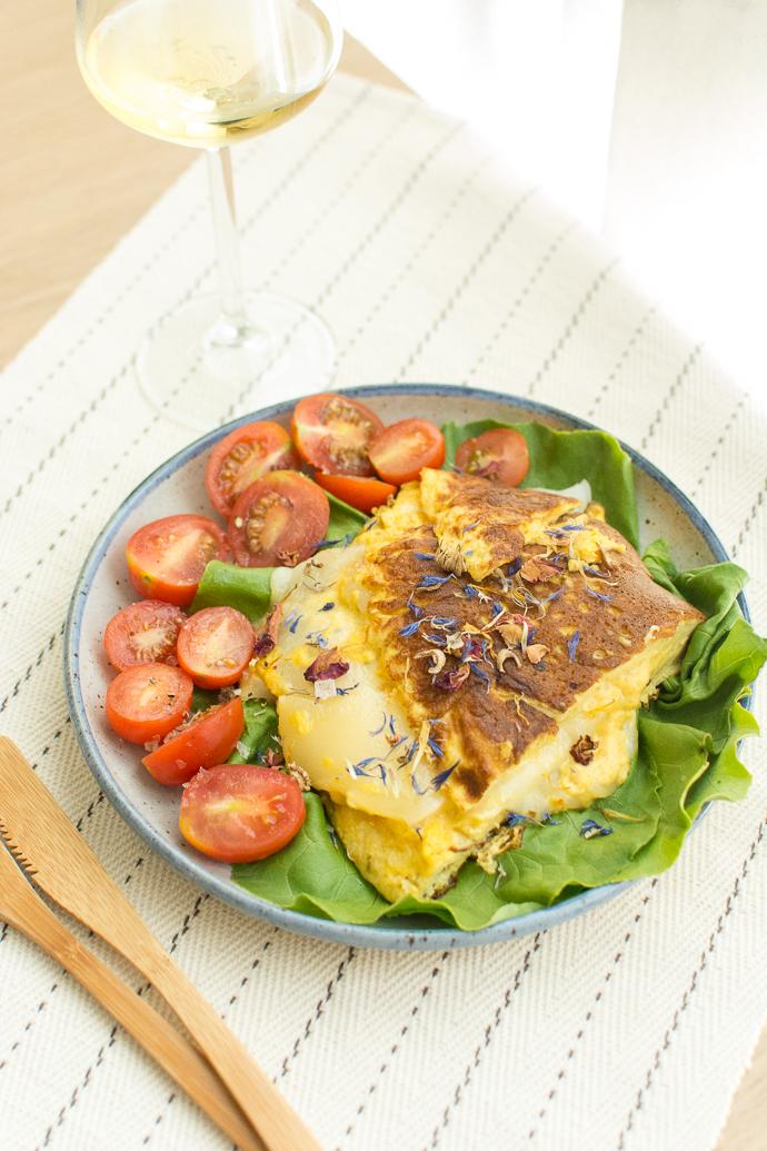 Une salade et son omelette au fromage - découvrez l'Ossau-Iraty