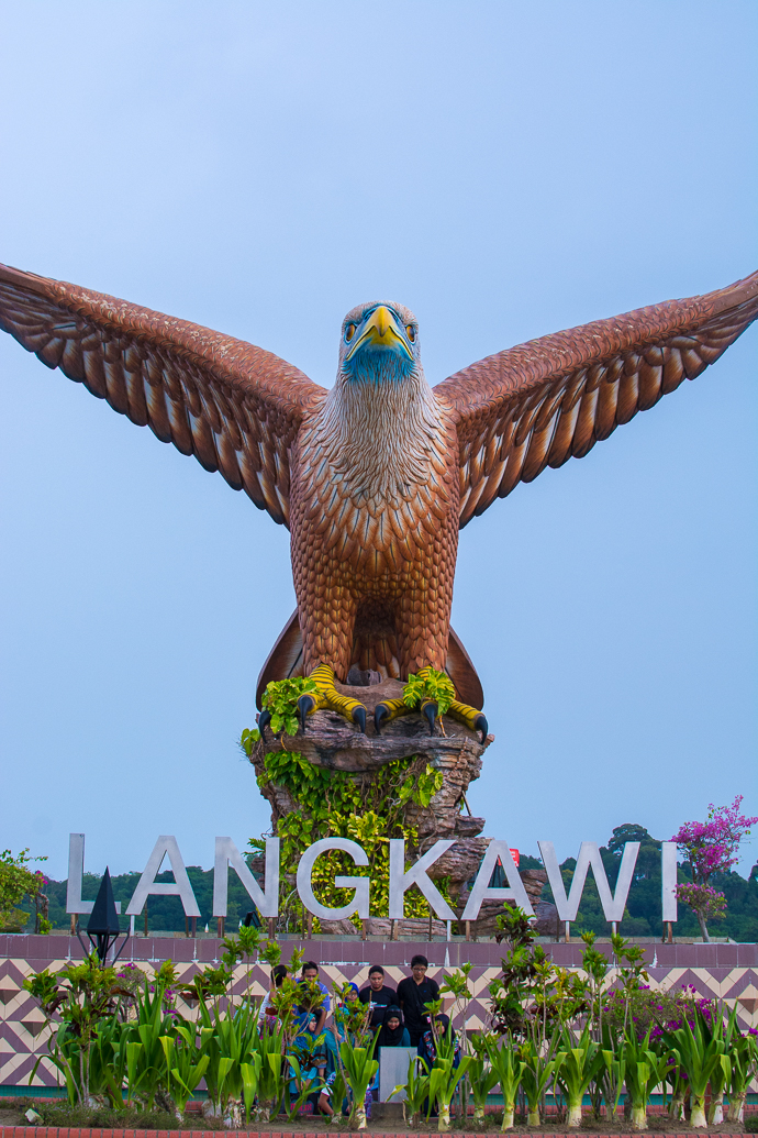 Le monument le plus kitsch de Langkawi - l'aigle de Johnny
