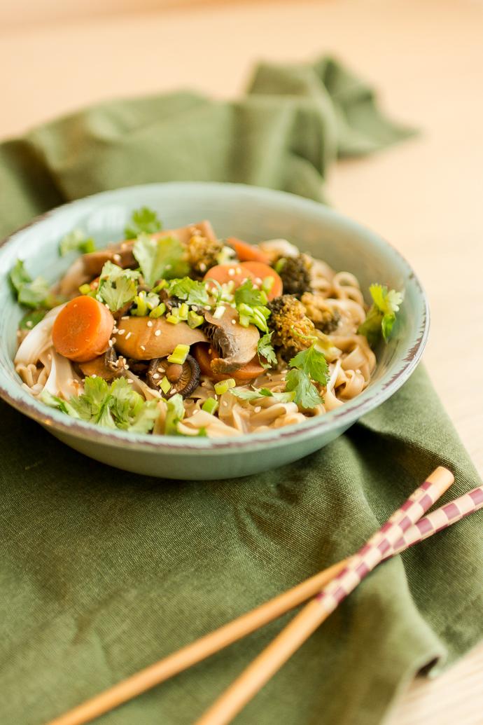 Soupe asiatique végétarienne aux champignons