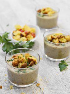 Recette de velouté de champignons et châtaignes, croûtons de panettone - recette de fêtes