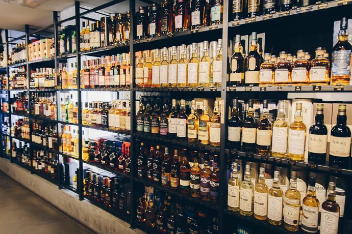 Cave d'alcools et liqueurs de la Maison du Whisky Paris
