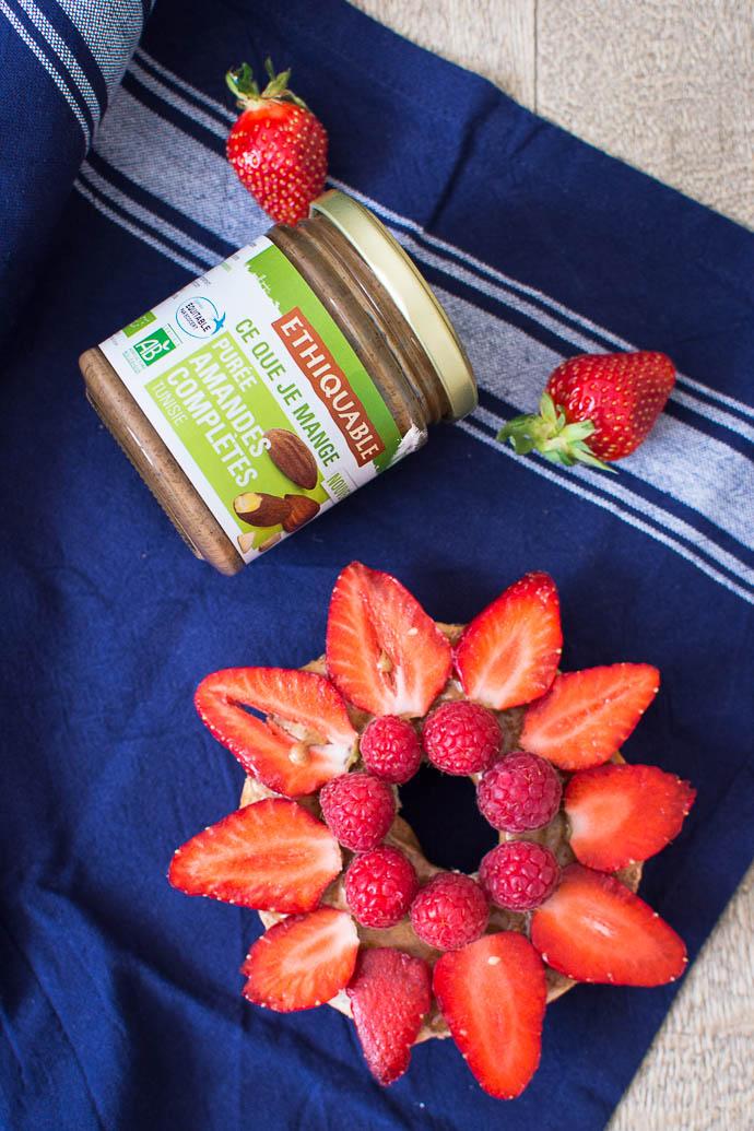 bagel-fraises-framboises-amandes-completes-ethiquable-geekette-cuisine