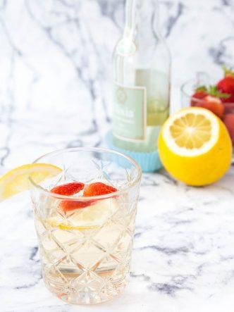 Mocktail à la limonade artisanale Elixia dans un verre vintage IKEA
