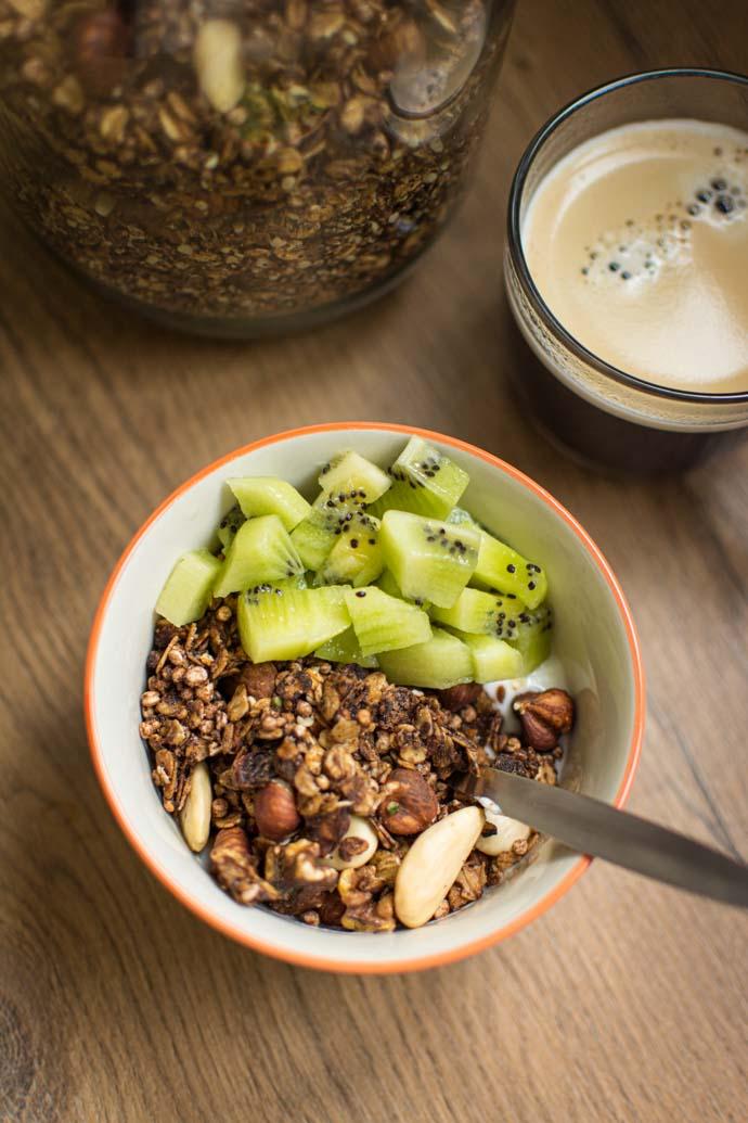 Recette de granola au cacao, chanvre et noisettes - recette de petit-déjeuner sans lactose