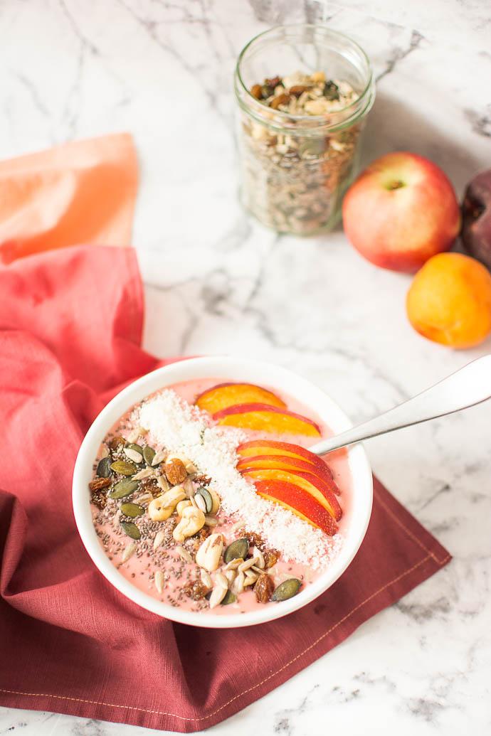 petit-dejeuner-smoothie-bowl-nice-cream-v egan-peche-abricot-nectarine-geekette-cuisine