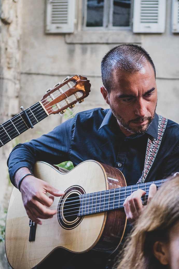 Groupe de musique manoushe à Arles - Paysans de Rougeline