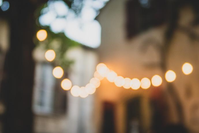 lumière d'ambiance guinguette - L'Ouvre Boite à Arles