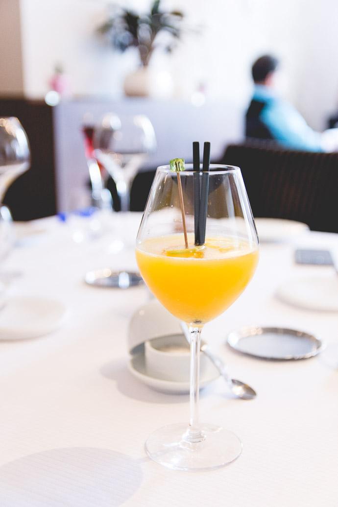 Cocktail de rhum, jus d'orange pressé, jus de fruits exotiques, jus de citron vert, sirop de vanille,