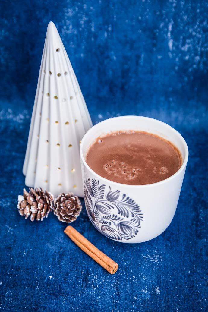 Des épices, du lait végétal et du chocolat Bonnat de haute qualité pour passer de bonnes journées d'hiver.