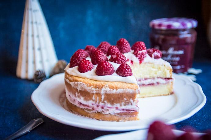 Un beau gâteau à étages pour votre table de fête : découvrez ma recette de Naked Cake à la génoise et aux framboises