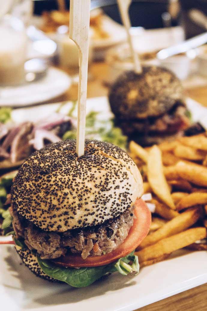 Les meilleurs mini burgers avec un steak coupé au couteau !