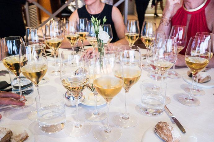 Dégustation en verticale de divers appellations du Muscadet pour un dîner gastronomique à l'hotel Anne de Bretagne à la Plaine sur Mer