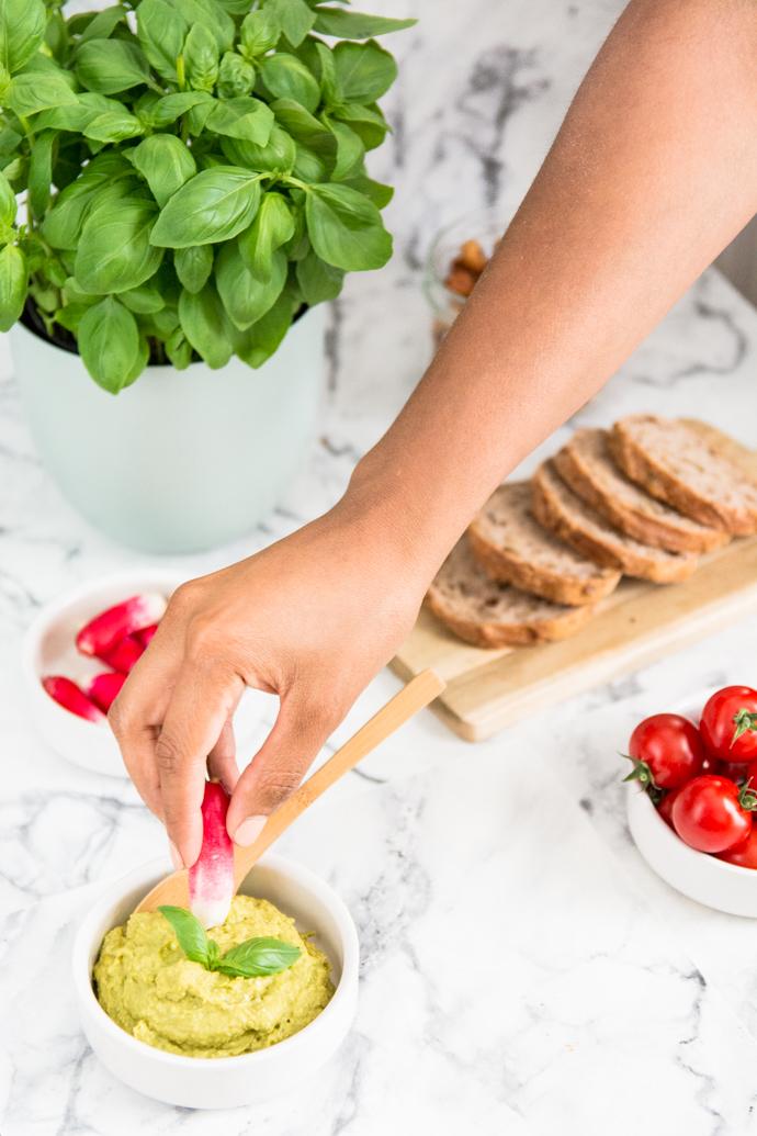 De bons légumes, des tartinables rafraîchissants et de bons cocktails... voilà vos ingrédients pour un apéritif réussi