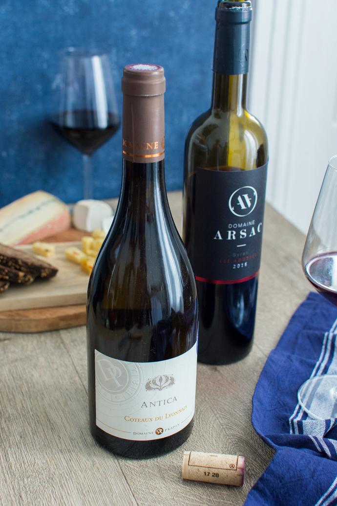 Deux bouteilles de vins composent la box mensuelle PinotBleu - de quoi trouver son bonheur dans la biodynamie française