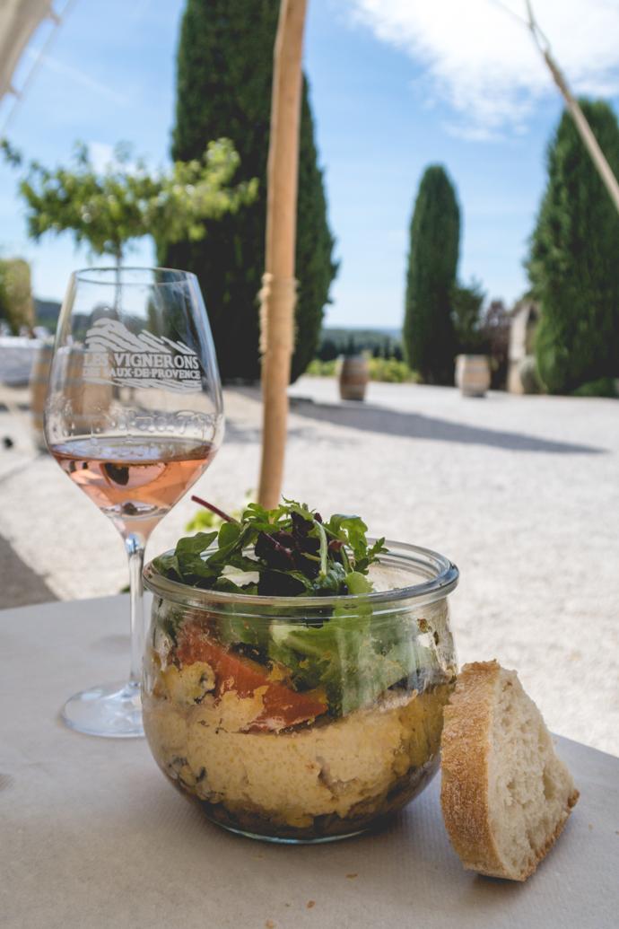 Déjeuner au coeur du Mas de la Dame, Baux de Provence