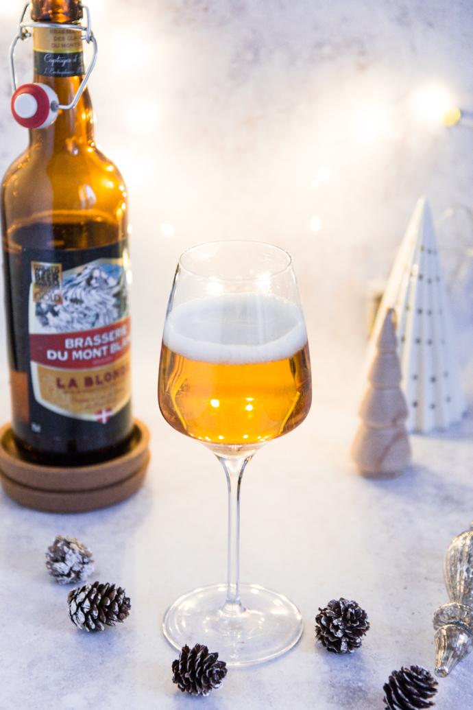Dégustation de bière La Blonde de la Brasserie du Mont-Blanc