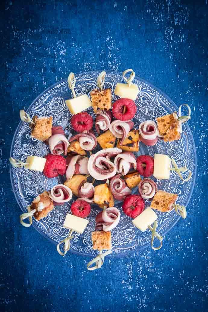 Recette apéritives de Noël : brochettes de magret de canard, panais et fromage