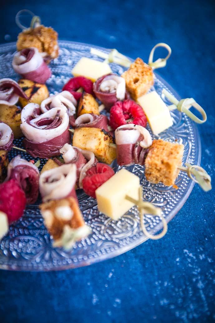 Recette apéritives de Noël : brochettes de magret de canard, framboises et pain d'épices
