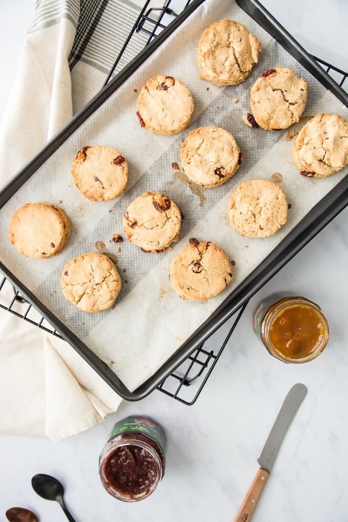 Scones aux cranberries pour le petit-déjeuner - recette facile et pas chère