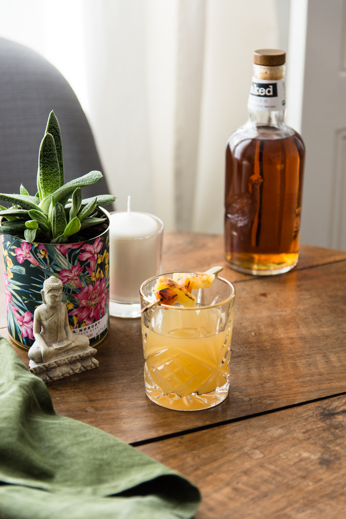 Cocktail de whisky, ananas et liqueur Saint-Germain - Whisky Naked Grouse