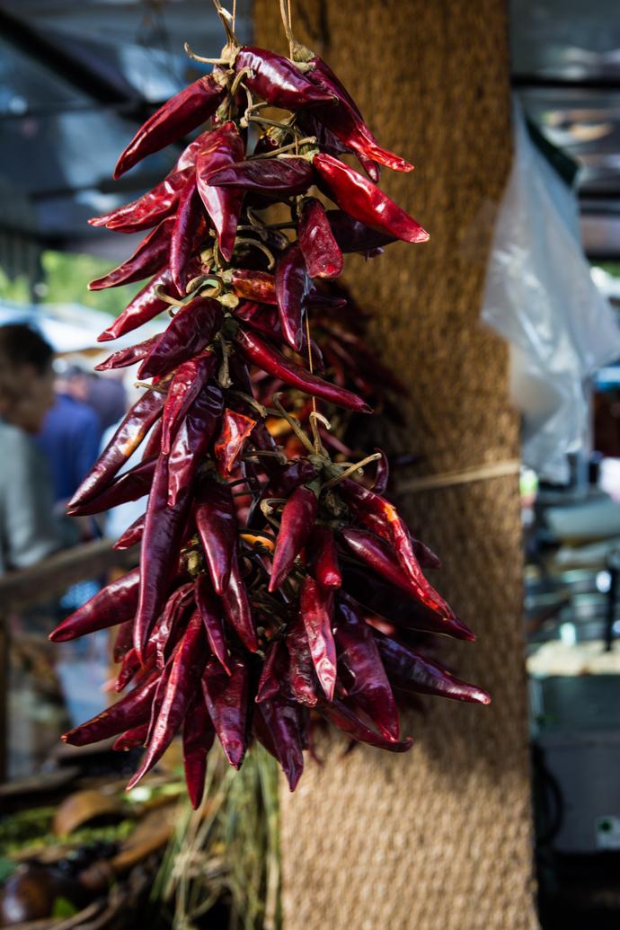 Botte de Piment Rouge sur le Marché de fruits et légumes d'Arles