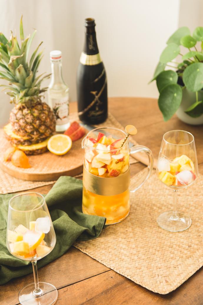 """Préparer ses cocktails en """"batchs"""" ou carafe, permet de servir plusieurs verres à la fois et ainsi profiter de ses amis !"""