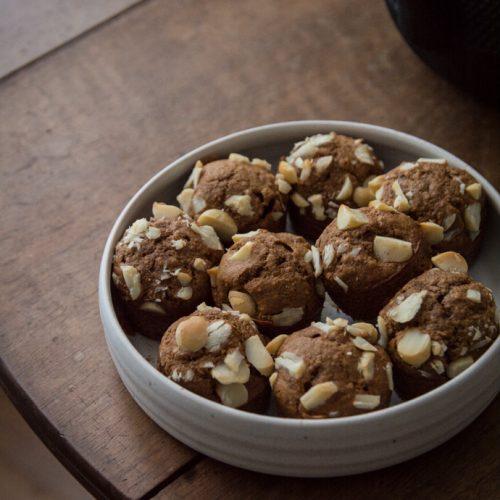 Muffins au caramel de coco et noix de macadamia