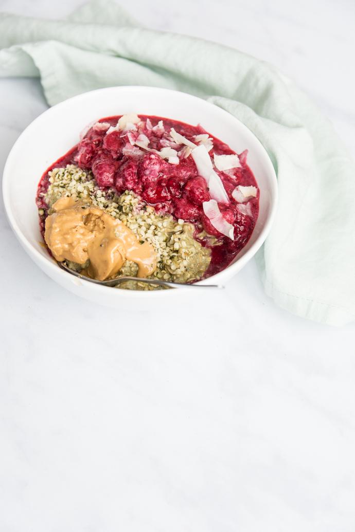 Porridge express au matcha et fruits - pour un petit-déjeuner complet