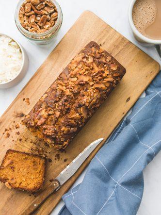 Recette simple et rapide de cake au chocolat blond - Dulcey, noix et coco
