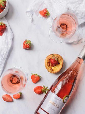 Cru Tavel en accord avec des fraises et des patisseries portugaises