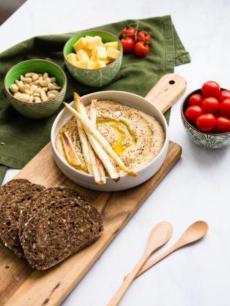 Mezze levantin - le houmous pois chiches, asperges blanches et tahini