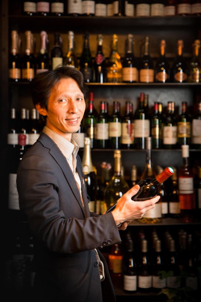 Monsieur Ly - responsable de cave & gérant des restaurants Chez Ly à Paris