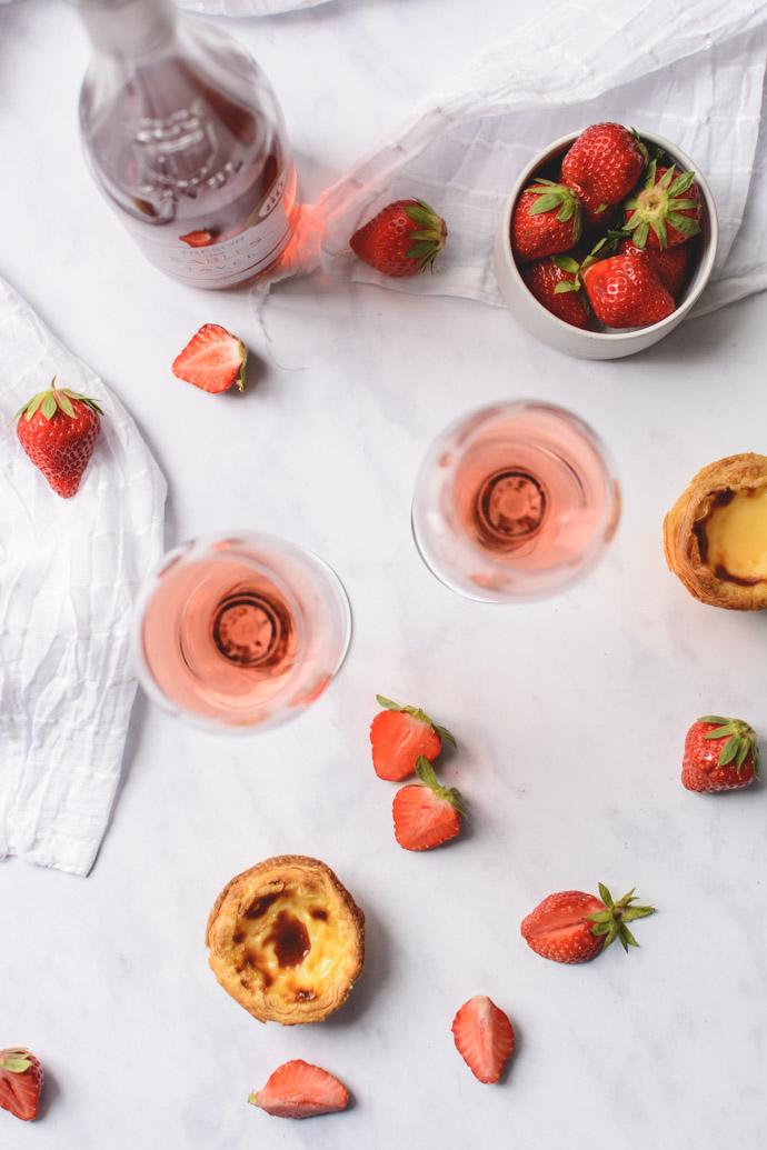 Cru Tavel - Trésor des sables en accord avec des fraises
