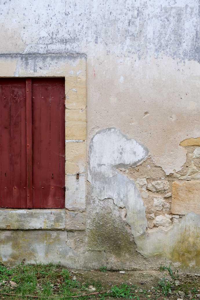 Porte rouge à la campagne, Montravel, Bergerac