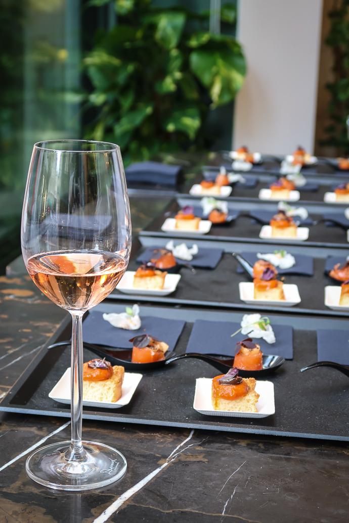 Bruchetta à la tomate en apéritif, servi avec la Cuvée D Rosé.