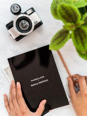 Portfolio imprimé à la couverture noire