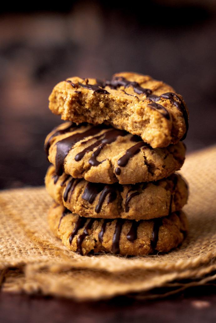 Biscuits au beurre de cacahuètes, nappés de chocolat noir