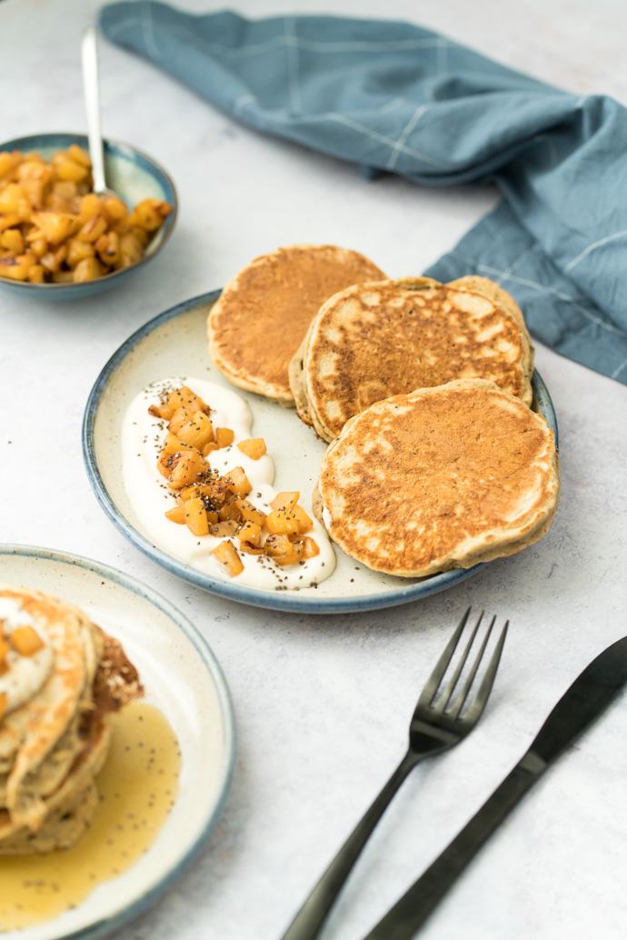 Brunch vegan - les pancakes aux graines de chia et compotée d'ananas