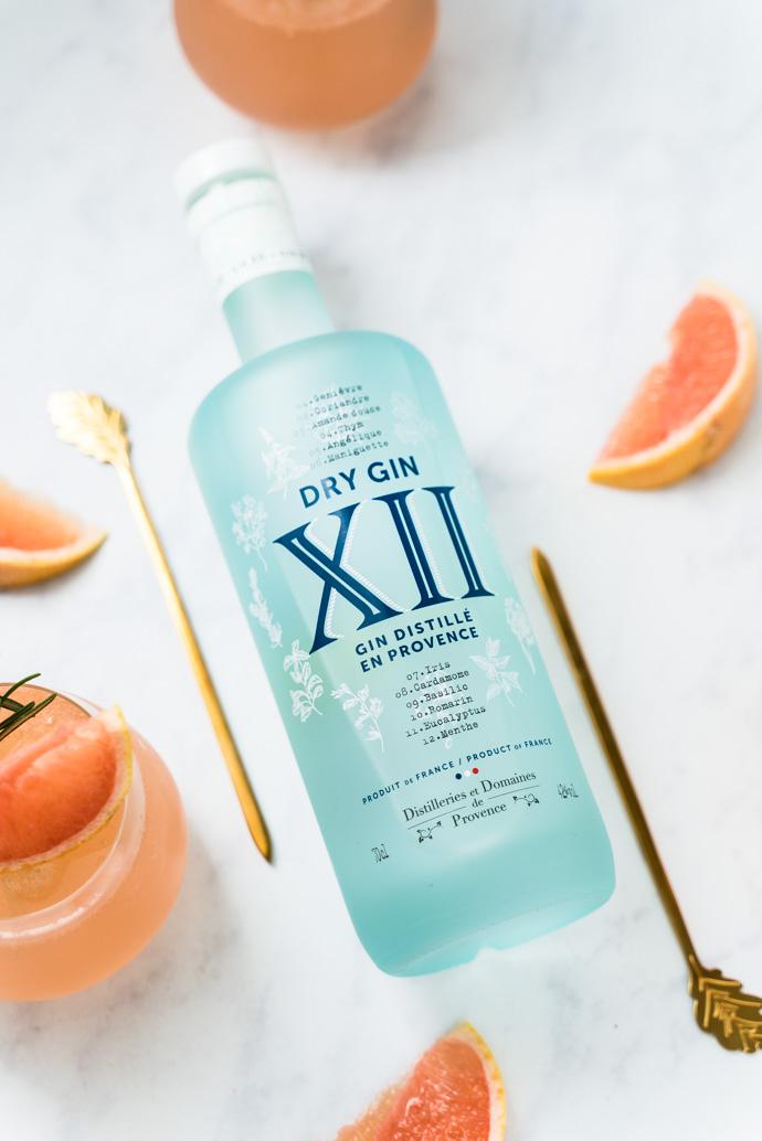 12 plantes et épices composent le Gin XII, directement distillé de notre jolie Provence
