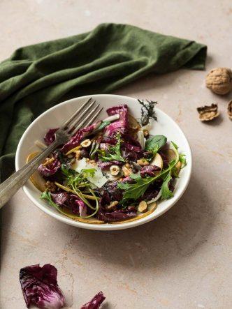 Recette facile - Salade d'hiver au radicchio de Trévise, poires, noix et parmesan