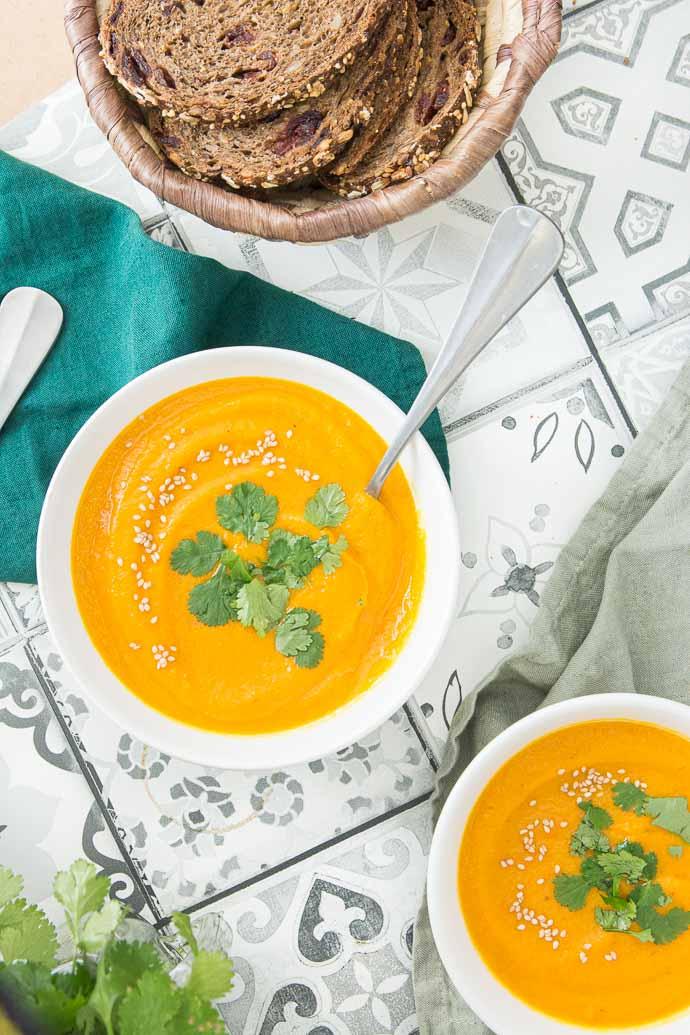 Soupe de courge, patates douces, carottes, panais - recette sans lactose, végétale, vegan, sans gluten