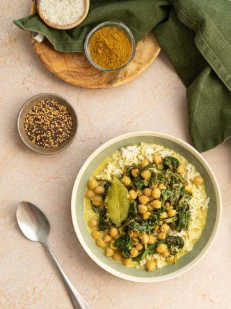 Curry de pois chiches, crème de coco et épinards - recette végan, sans lactose