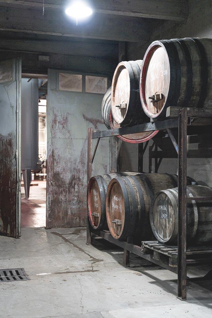 Cave de vins du Jura au Château Béthanie