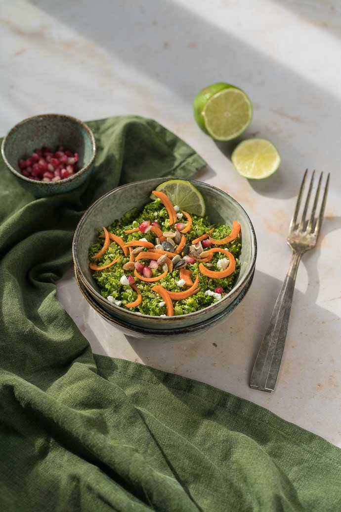 Comment faire un taboulé sans gluten ? Découvrez le taboulé de brocoli, grenade, feta et carotte !