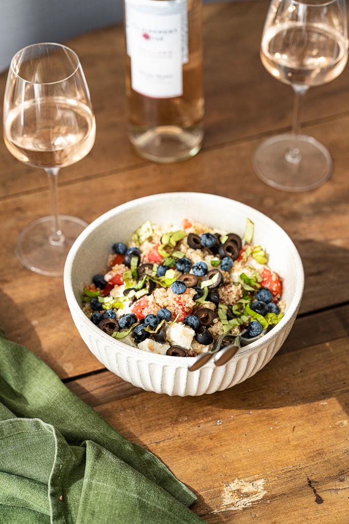 Recette fraîcheur - salade de quinoa, tomates, feta, myrtilles, basilic