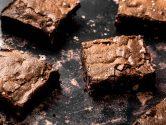 Brownies au chocolat noir, fondant et riche en chocolat - recette sans lactose