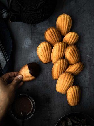 Madeleines sans beurre et coque chocolat - recette sans lactose