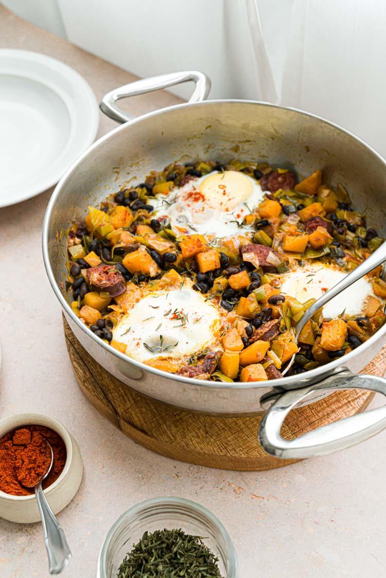 Chakchouka au butternut, chorizo, haricots noirs, poireau et chorizo - recette facile et sans lactose